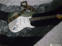 Kitare Fender stratokaster ...made in USA