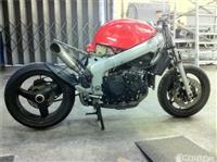 Triumph 955 -01