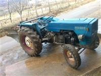 Shitet traktor landini