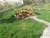 stola dhe tavolina druri!?