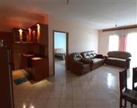 Himare Qender , apartament me qera per plazh .