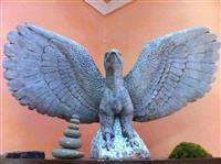 Shqiponje guri e punuar me dore