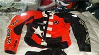 Kostum per moto sportiv