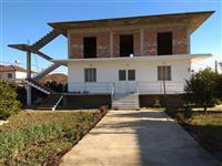 Shitet shtëpi private 400 m2 në Kuçovë