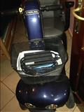Karroce me bateri per invalide .