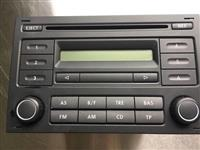 Radio montohet per golf 4 ose polo
