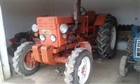 Traktor  , freze , plug , makine mbjellse gruri