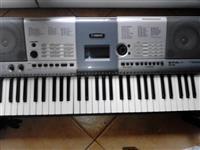 Organo Yamaha PSR E-403