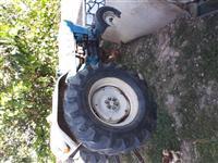 Shitet traktor ford 55 kuaj fuqi