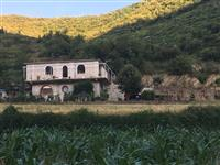 Shitet shtepi dhe toke ne Duhanas, Berat