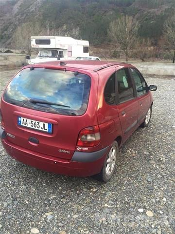 Renault-Scenic--01