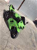 Shitet Motorr Kawasaki  Zx6 1000cc .