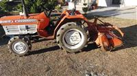 Traktore Kubota 27 kuaj fuqi