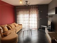Apartament 3+1 me qera prane Hotel Palace