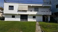 Tirane, shitet truall 615 m² + vile 2 kateshe pran