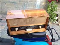 Antike Radio mulli kafe llampa ora sende koleksi.