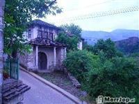 Shes një shtëpi në Qytetin e Gjirokastrës në pje..