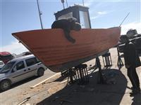 Bark peshkimi me te gjitha paisjet e lundrimit
