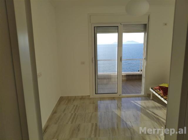 apartament-1-1-ne-vlore-me-pamje-nga-deti