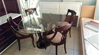 Tavoline antike me 4 karrike.