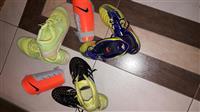 Atlete NIKE dhe dy pale kepuce futbolli ADIDAS