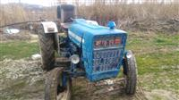 Shitet traktori ford