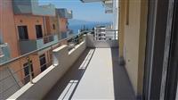 Apartament me pamje anesore deti per shitje