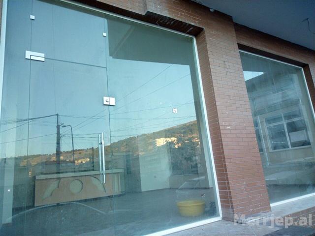 Dyqan-ne-shitje-prane-Universitetit-Sarande