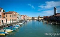 ��Udhetoni drejt Venezias, gjate muajit Maj, Prill