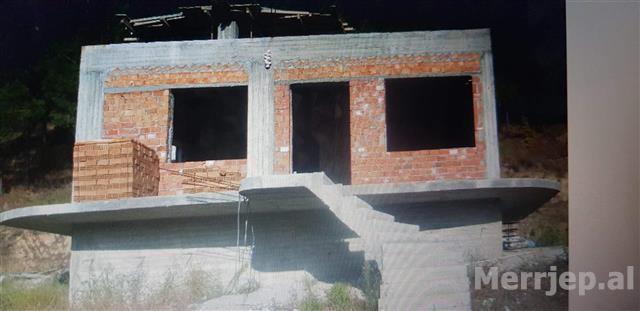 Shitet-shtepi-bashk-me-1000-m2-toke