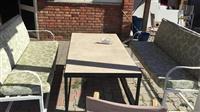 Karrige dhe tavolina