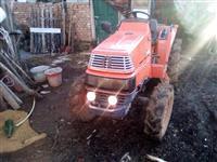 Traktor Kubota 4x4 20 kf