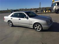 Mercedes 200 shitet ose nderrohet