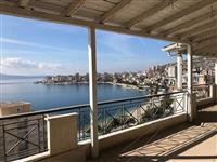Penthouse me pamje ballore nga deti