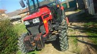 Traktor Mahindra n gjendje perfekte