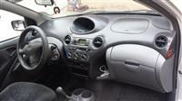 Toyota Yaris 1000 -02
