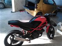 Shes ndroj Ducati monster