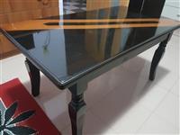 2 tavolina, njera me hapje