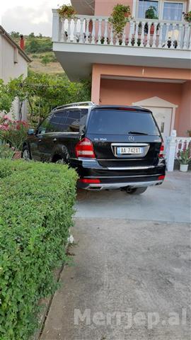 Mercedes-GL350-bluetec-2012