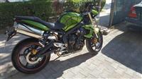 Motor triumph 675